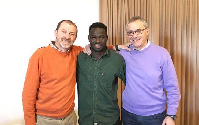 El Hno. Paco Chiva, Amet Ndiaye y el Hno. José María Valero