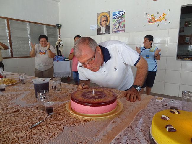 El Hno. Pablo Herranz, uno de los integrantes de la comunidad lasaliana en Requena (Perú),  celebra su cumpleaños