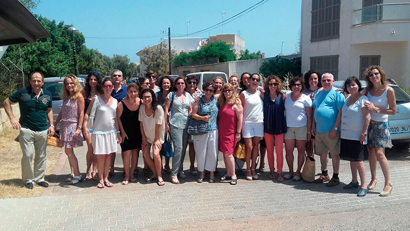 Foto de familia de todos los asistentes al encuentro.