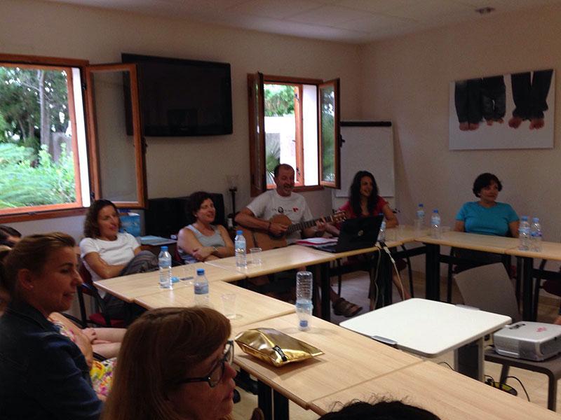 El Hno. Paco Chiva dinamizó uno de los momentos del encuentro.