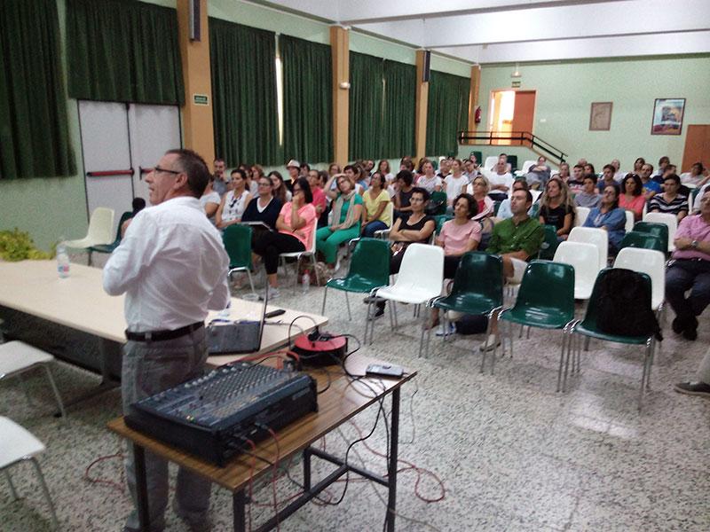 José Ramón Batiste, secretario general de OMAEC, visita Menorca para explicar la labor social de los Antiguos Alumnos
