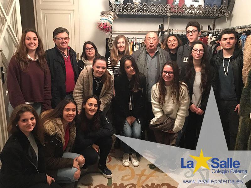 Alumnos de Bachillerato de La Salle Paterna visitan el taller del diseñador Francis Montesinos