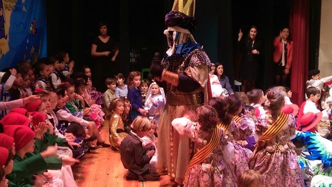 El belén infantil de La Salle Alcoi hace un recorrido por las tradiciones y costumbres de España