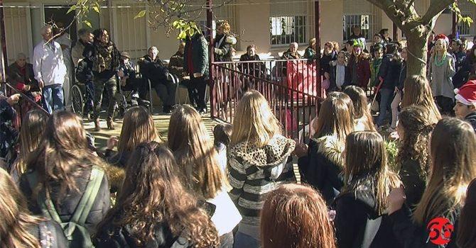 La Salle Alcoi lleva solidaridad y alegría a los enfermos de Alzheimer