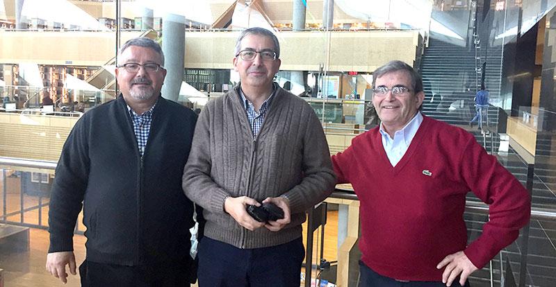 El Hermano José Román en el centro de la imagen flanqueado por los Hermanos Aquilino Bravo (derecha) y Andrés Corcuera (izquierda).