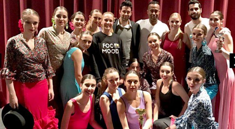 Xana Collado (4ª por la izquierda), antigua alumna de La Salle Maó, se proclamó mejor bailarina del Campeonato Nacional de Danza,