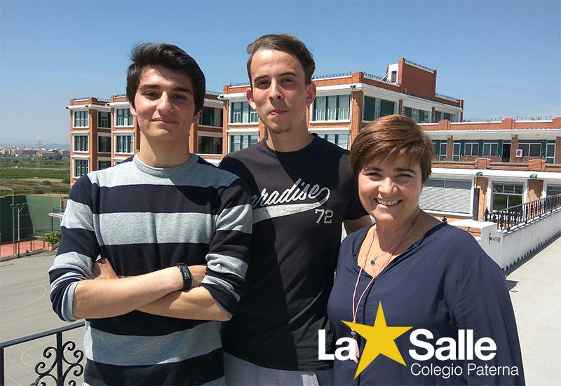 Los alumnos de Bachillerato junto a su profesora