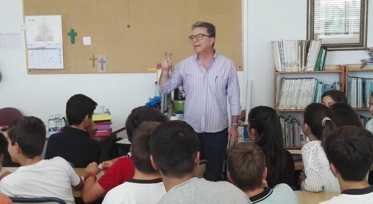L'escriptor Ponç Pons conversa sobre la lectura amb els alumnes de 1r ESO