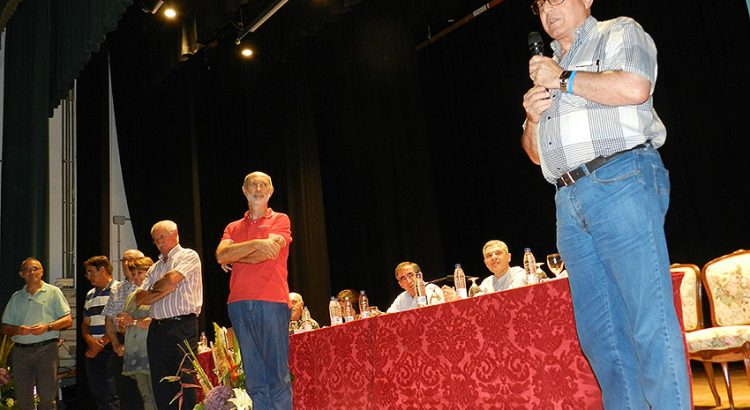 El Hno. Gonzalo dirige unas palabras al público asistente al acto en Paterna