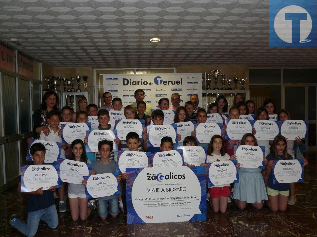 Los alumnos de quinto de Primaria del colegio La Salle con su premio del concurso 'Diario de Zagalicos'