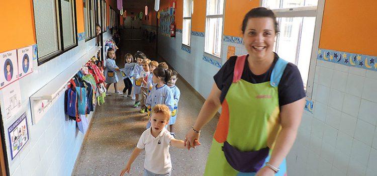 Alumnos de primero de infantil de La Salle Teruel reciben su bienvenida con 'La Entradica'