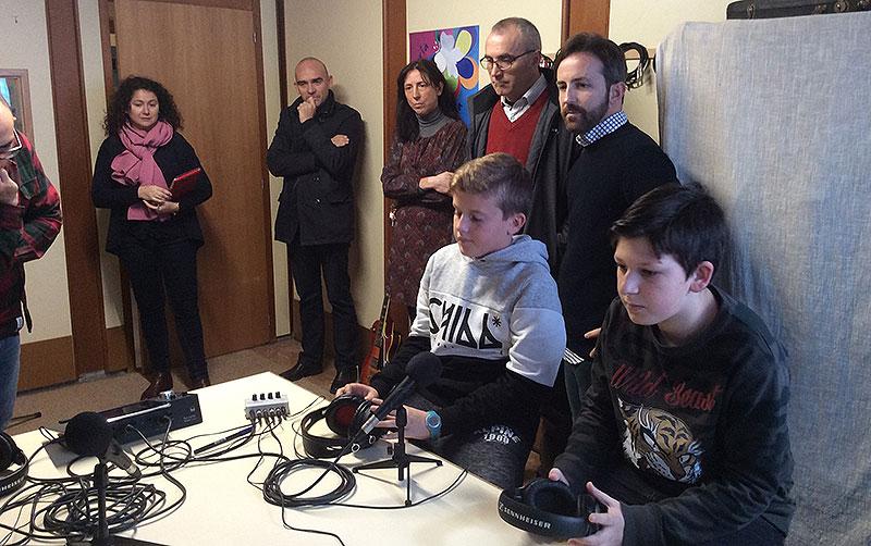 Profesores de diferentes colegios de La Salle visitan en Paterna el proyecto SalleMedia