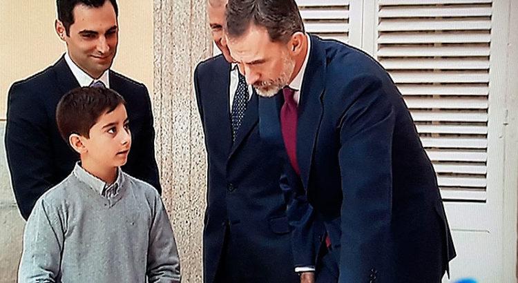David Roca, alumno de La Salle Maó, le cuenta a S.M. Felipe VI qué es un rey para él