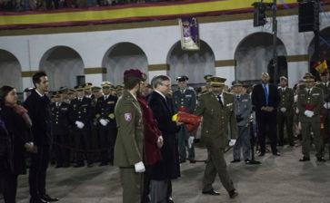 El Colegio La Salle de Paterna recibe la Bandera Nacional en la XXX Falla Militar
