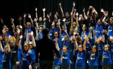 """El Teatro La Salle Paterna se llena de voces solidarias en el II Certamen de Corales """"Gente Pequeña"""""""