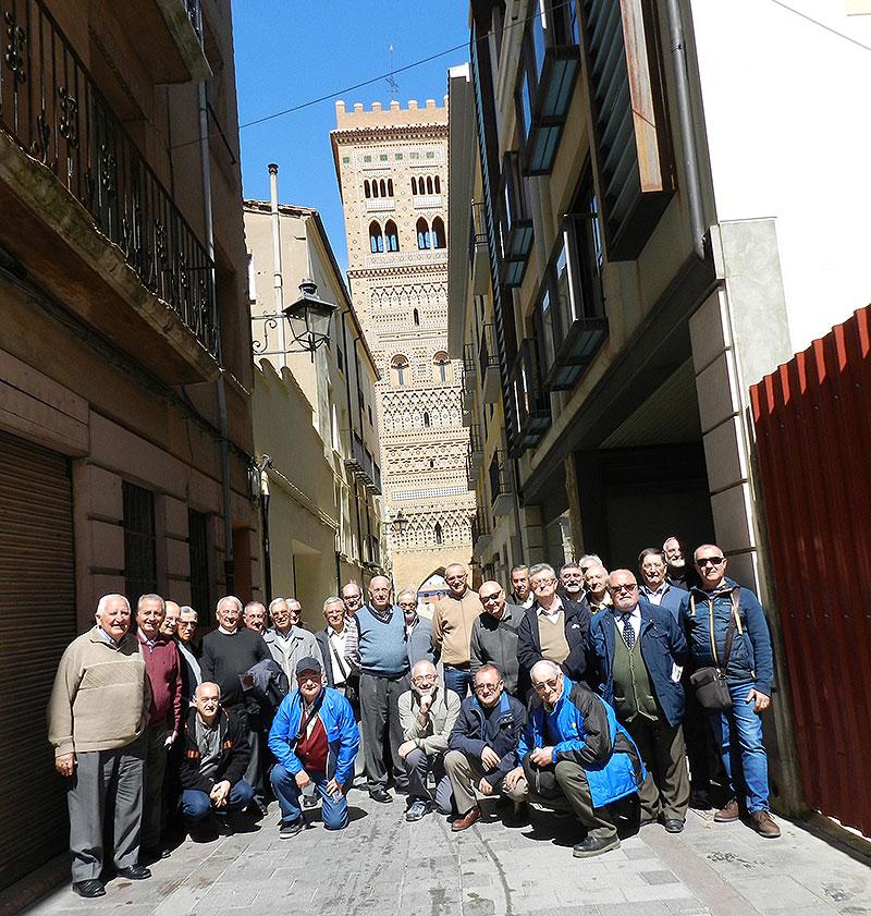Visitando Teruel con la torre de San Martín al fondo