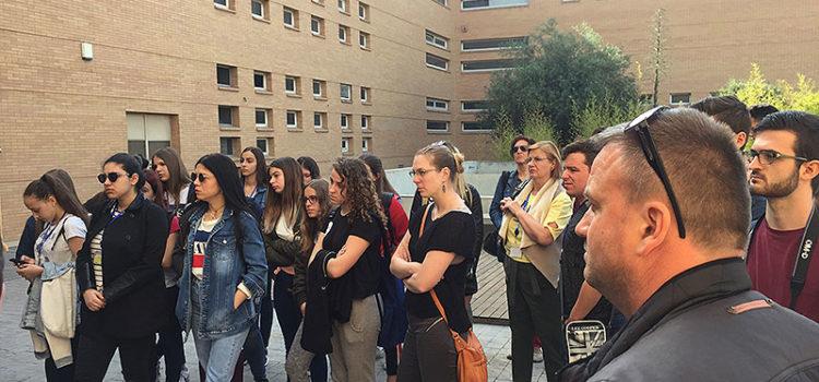 Un grupo de alumnos europeos de Erasmus+ de 8 países diferentes visita Paterna para realizar un trabajo sobre medios de comunicación