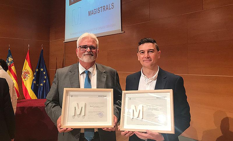 Los profesores Miguel Pitarch y Antonio Losas con sus premios