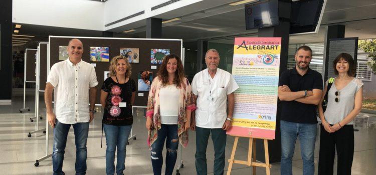 Els dos centres La Salle de Menorca inauguren una exposició de l'alegria a les aules en l'entrada de l'Hospital General Mateu Orfila