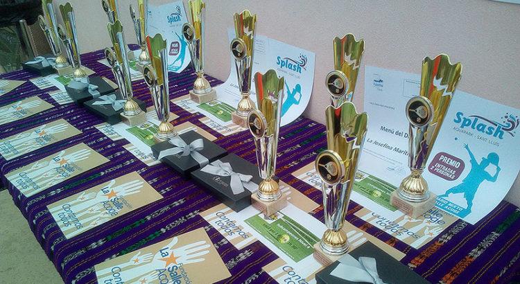 Mesa con trofeos
