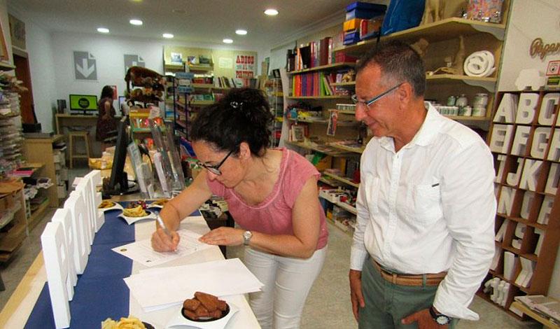 Foto de la firma del acuerdo de colaboración