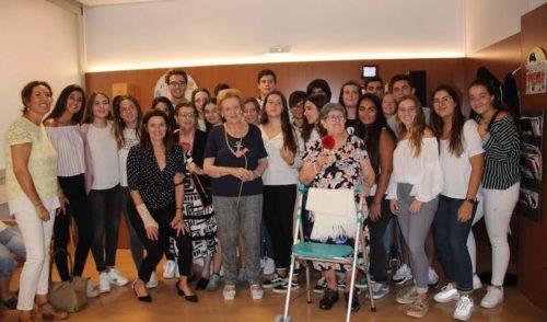 Alumnos de 2º de Bachillerato de La Salle Paterna conocen y sienten una nueva realidad con personas mayores