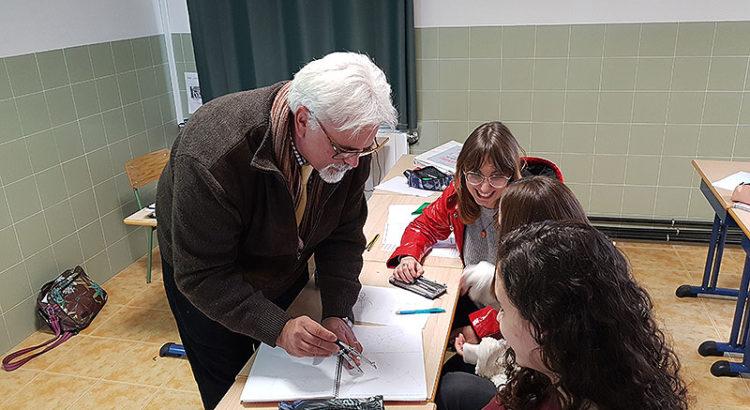 Miguel Pitarch explicant als seus alumnes