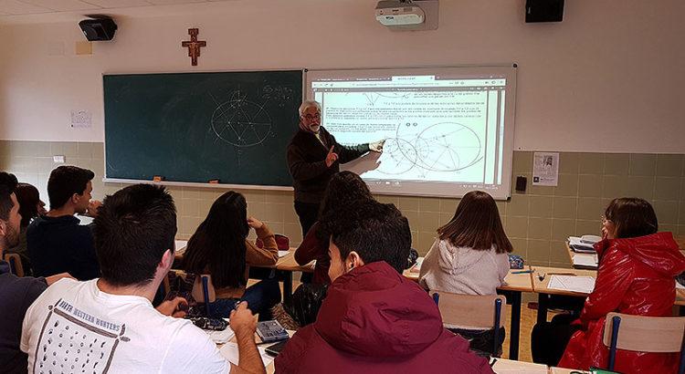 Miguel Pitarch dins de l'aula