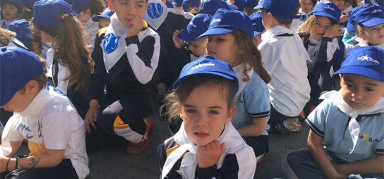 Alumnes, professors i familiars de La Salle Inca es reuneixen a la plaça de l'Ajuntament per commemorar el Dia del nostre fundador, Sant Joan Baptista de La Salle