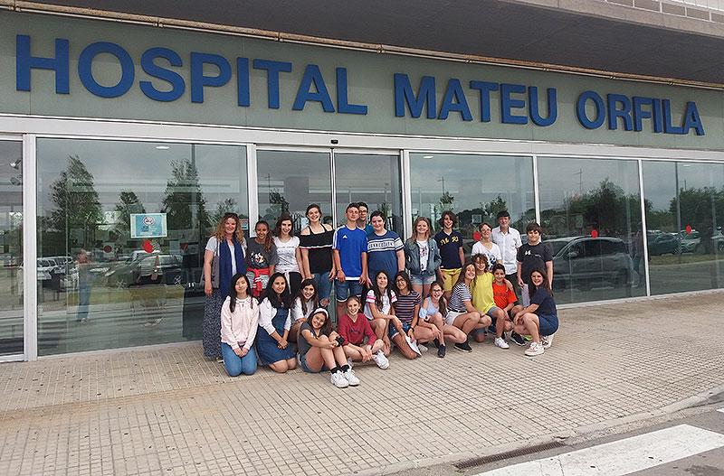 Alumnes de La Salle Maó participen en el projecte 'Pintem l'hospital'