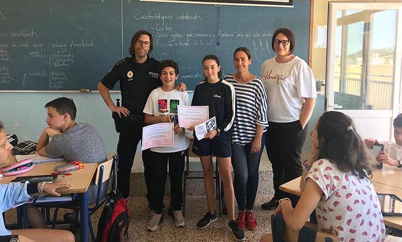 Primer  i segon premi pels alumnes de La Salle Inca en el I Concurs de dibuix de la Policia Local d'Inca