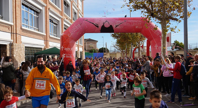"""Más de 700 personas participan en la IV Carrera Solidaria """"Gente Pequeña"""" en el Colegio La Salle de Paterna"""