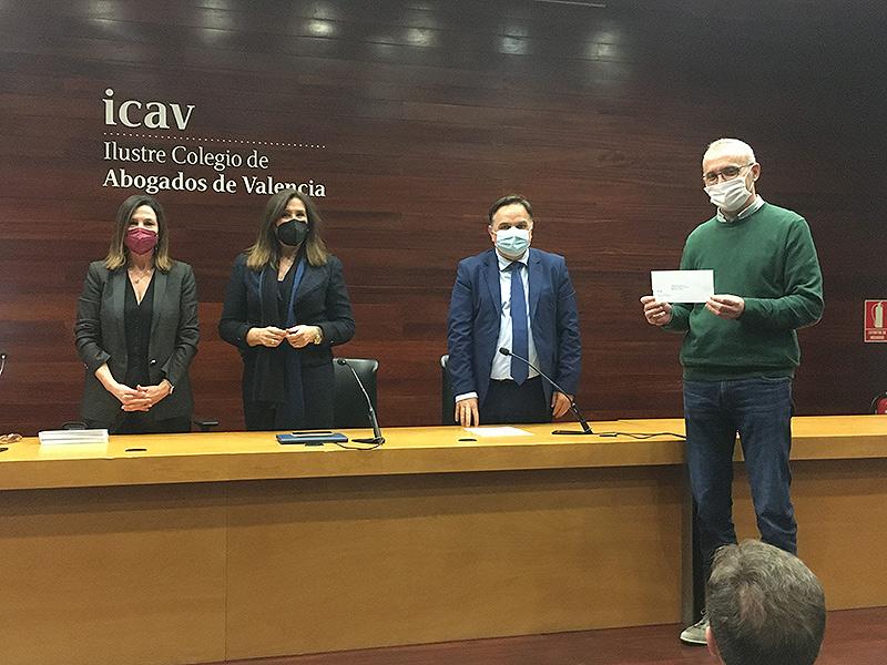 """El ICAV  (Ilustre Colegio de Abogados de Valencia) entrega sus """"cheques solidarios"""" para financiar proyectos sociales, entre ellos La Fundación La Salle Acoge"""